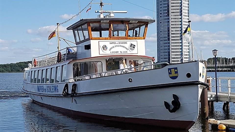 Charterfahrten auf der Wappen von Schleswig